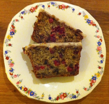 Banana, fresh cranberry and rum-soaked raisin cake 2