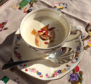 Ajo bianco in teacup
